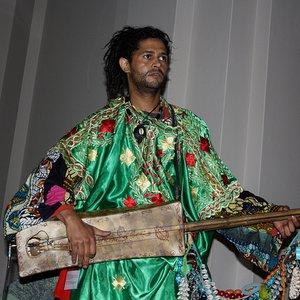 Fas'tan gelen genç bir sanatçı olan Simo Lagnawi