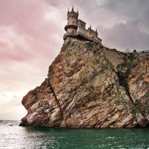 4 well-known-castle-Swallow_s-Nest-near-Yalta-in-Crimea_-Ukraine