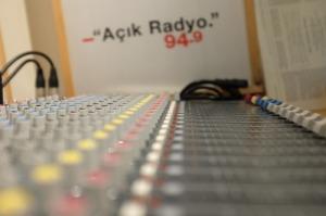 110-dunyayi degistir-dinleyici-destek-projesi-acik radyo