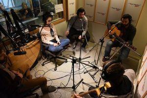 Meluses canlı yayın stüdyosunda.