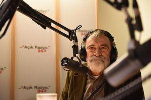 Murat Belge Açık Radyo'da canlı yayın stüdyosunda bizimle.