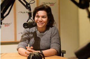 Açık Radyo dinleyicisi ve destekçimiz Banu Alptekin stüdyo konuğumuz.