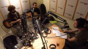 Türlü programının yapımıcıları, müzisyen Ahmet Ali Aslan & Ozan Saruhan stüdyoda canlı çalıp söylüyorlar. Ev sahibi rolünde Barıştık Mı.