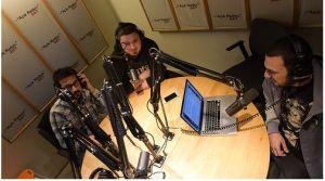 Açık Radyo prorgamcısı, müzisyen dostumuz Ege Çubukçu canlı yayında müzik eleştirmeni ve yazar Sadi Tırak ve Erdem Tatar'la bir arada.