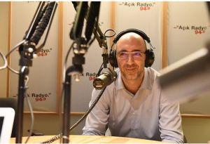 Açık Radyo dinleyicisi ve destekçimiz Okan Cüntay stüdyo konuğumuz.