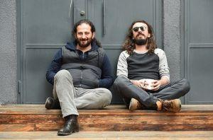 Marsis'ten Ceyhun Demir ve Korhan Özyıldız Açık Radyo avlusunda ve az sonra canlı yayında.