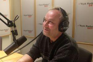 Açık Radyo dinleyicisi ve destekçimiz Ayhan Orhuntaş stüdyo konuğumuz.