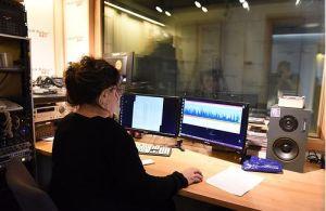 Deniz Aşırı Özel programı için Deniz Pak'ın Bozcaada'daki stüdyosunda kaydedip gönderdiği programda, konukları Açık Radyo dinleyicisi ve destekçisi Müzisyen Derya Köroğlu ve yine sıkı bir Açık Radyocu Vedat Özdemiroğlu.