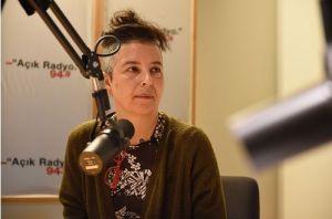Açık Radyo dinleyicisi, destekçisi ve programcısı (Ağır Sohbetler) tiyatrocu Zeynep Günsur canlı yayında.