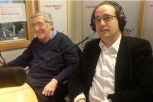 Açık Radyo programcıları baba-oğul, Osman Ulagay ve Alp Ulagay canlı yayında.